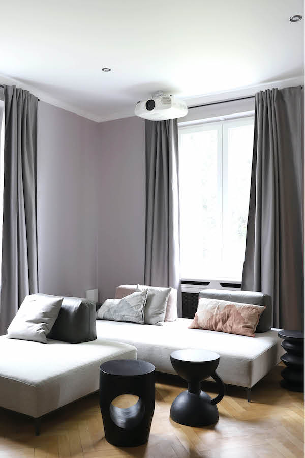 Descor Premium Acoustic avec intégration d'un video projecteur pour ce home-cinema